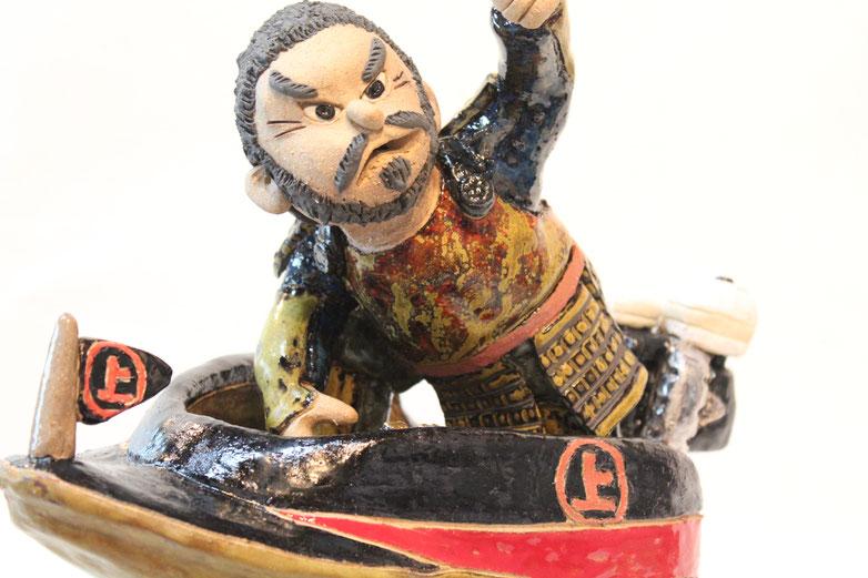 戦国の海賊、村上海賊を率いる「村上武吉」が競艇のボートでかっ飛んでいます