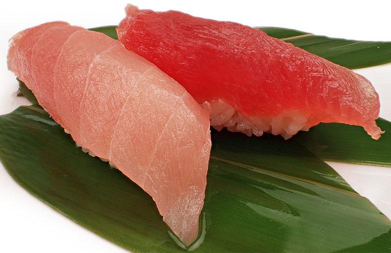 びんちょうまぐろの中とろと赤身のにぎり寿司