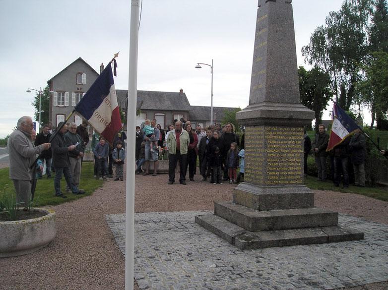 Cérémonie commémorative du 8 Mai au monument aux morts avec la participation de la Fanfare de la Besbre