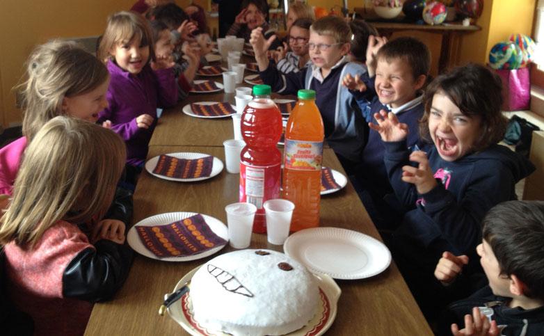 Les enfants de l'école fêtent Halloween - Mairie de Sorbier (03220)