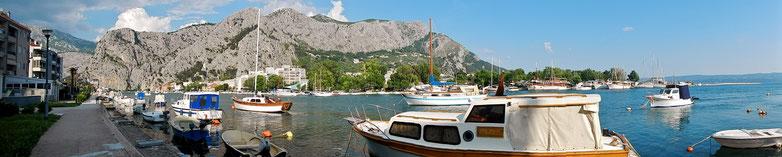 Omis an der Mündung der Cetina