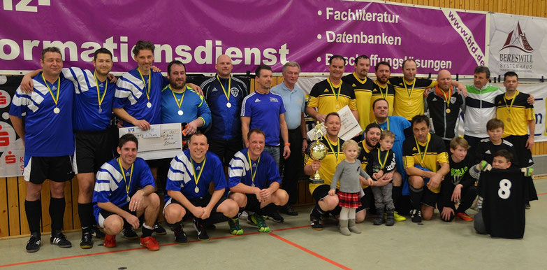 Die Finalmannschaften der AH-Stadtmeisterschaften. Links die ASV Kleinottweiler und der SV Niederbexbach