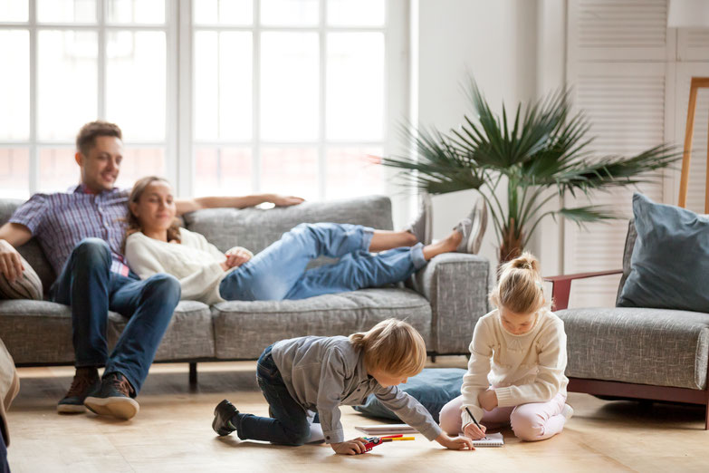 Paar mit Kindern by Shutterstock