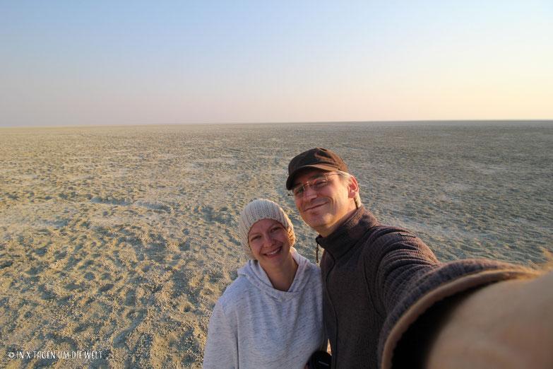 Salz - Lehm Pfanne, Etosha, Namibia, Afrika, Nico Siegel, Katja Siegel, reiseblog, Weltreise