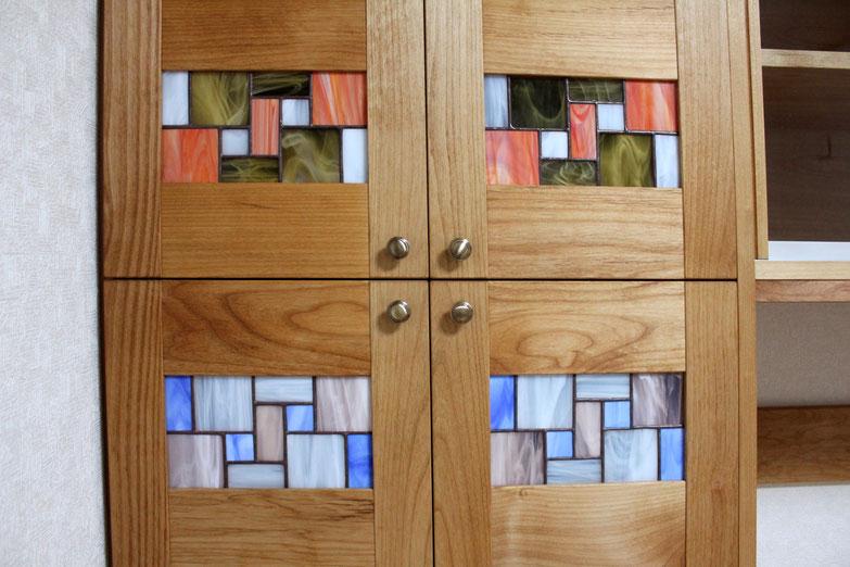 ステンドグラス入りの壁面収納キャビネット(北区・M様邸)ステンドグラス
