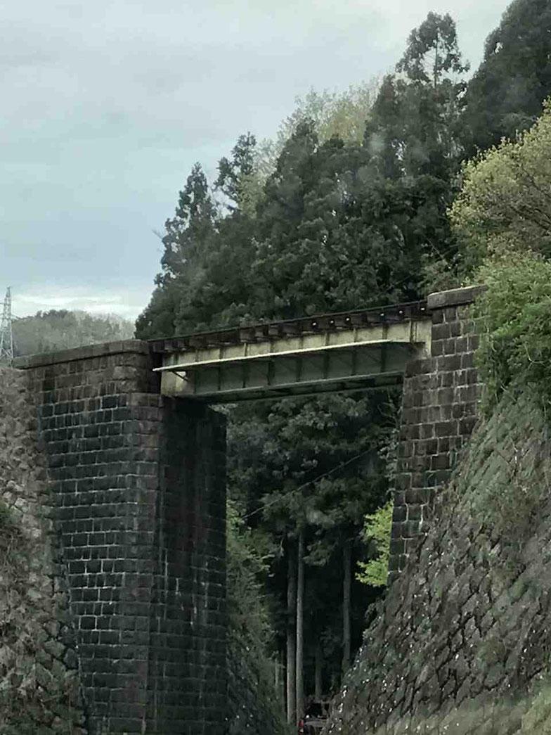 100年以上前につくられた磐越東線の陸橋
