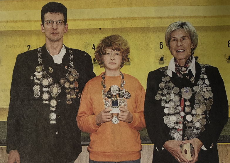 Claus Piesch ( Pistolenkönig), Lukas Heyne (Jugendkönig), Marianne Andraschko (Schützenkönigin)