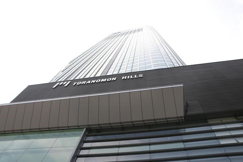 高層すぎて写真を撮るのも大変です。ちなみに52階建て(ビルの高さは都内で2位!)とのこと。
