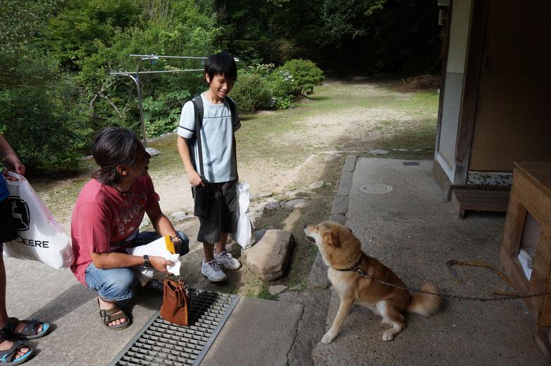 昨年の5月に会った看板犬のテツと再会。