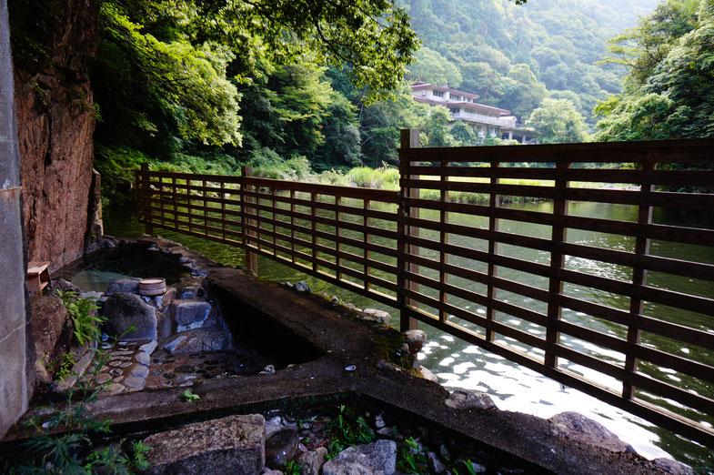 こちらが絶景の露天風呂。柵は目隠しの為だそうです。