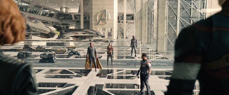 Die neuen Avengers am Ende von Age of Ultron: Black Widow, Vision, Scarlet Witch, War Machine, Falcon, Captain America
