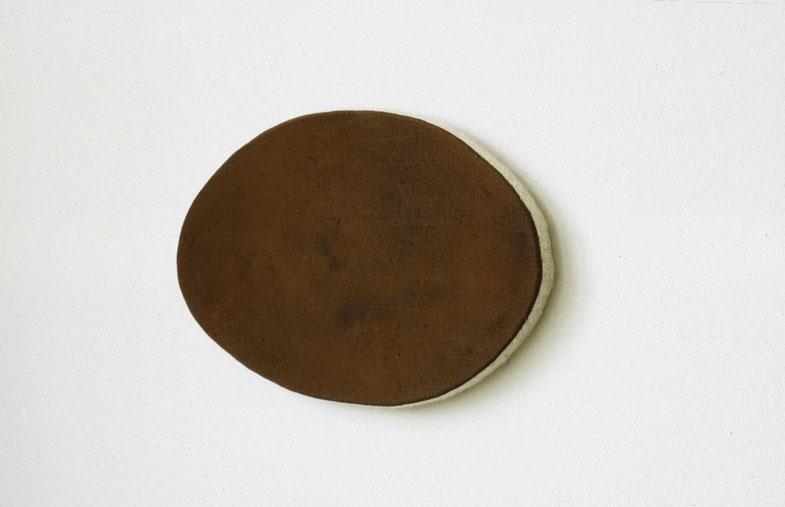 Matthieu van Riel. Wandobject. Zonder titel 20x35,5cm pigment op linnen op spaanplaat (ovaal) wandobject 2005