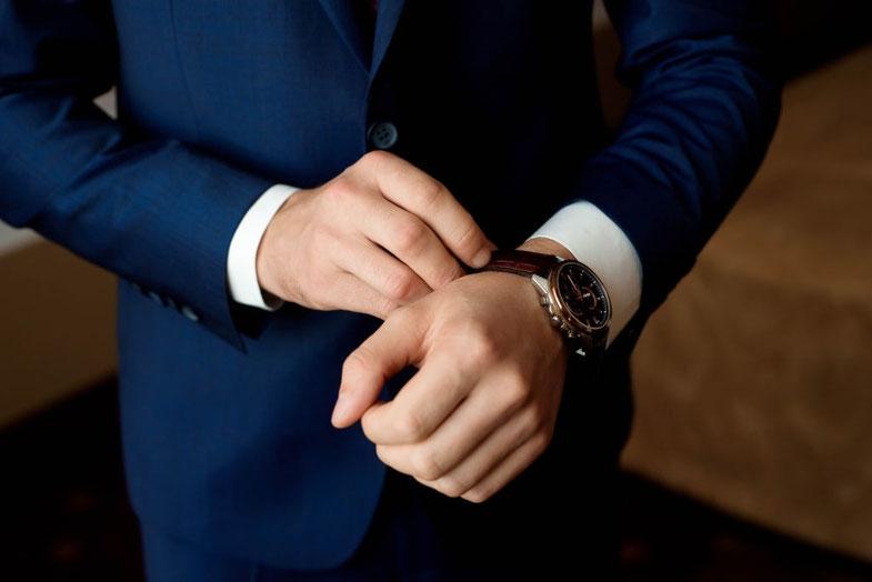 スーツの男性 婚活スタート