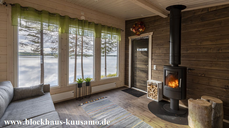Kaminzimmer im Blockhaus mit Panoramablick - Wohnhaus - Einfamilienhaus - Holzkamin - Kamnofen - Traumhaus