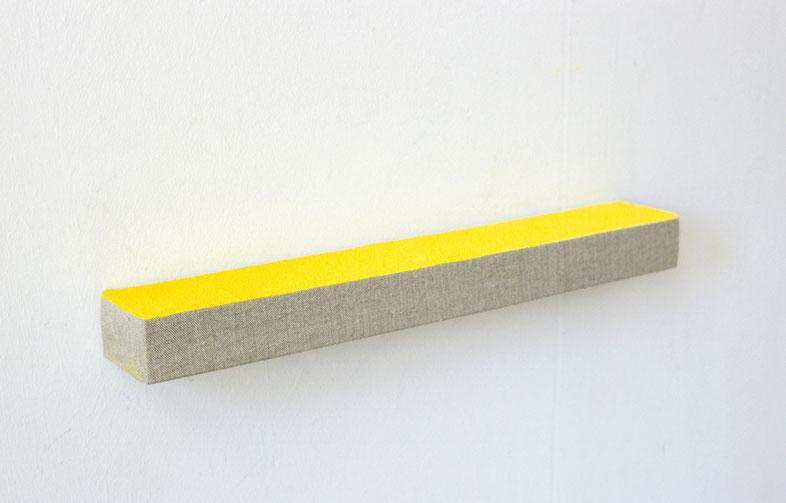 Matthieu van Riel. Wandobject. Zonder titel 5x6x45cm pigment op linnen op hout wandobject 2005