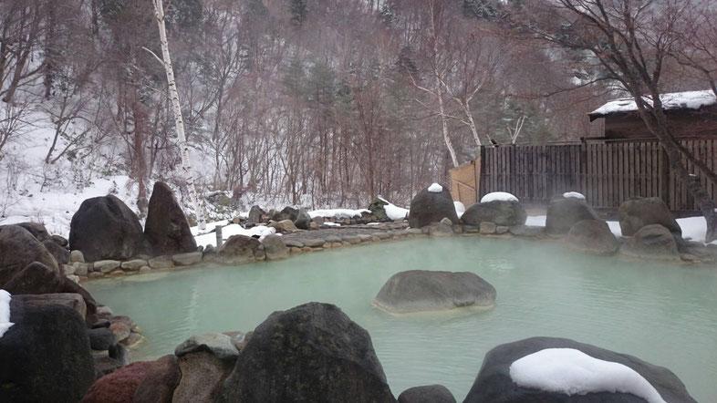 七味温泉 渓山亭の野天風呂 恵の湯
