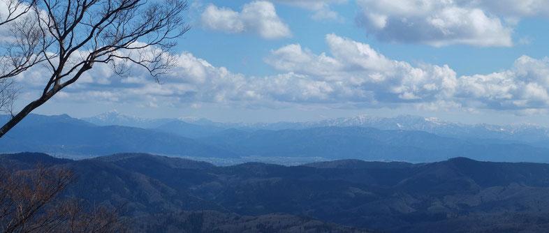 残念ながら白山は雲の中でした。その分福井人自慢の荒島岳と部子山の威容に感動です。
