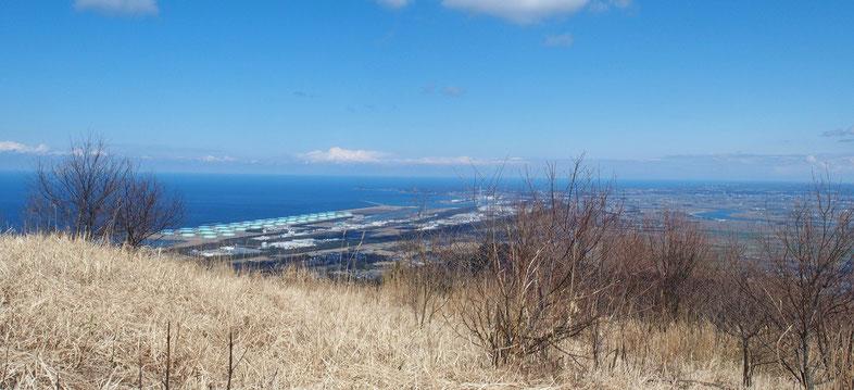 高須山一番の魅力です。眼下のこの風景・・・いつも見ても身も心も異次元の世界のものです。