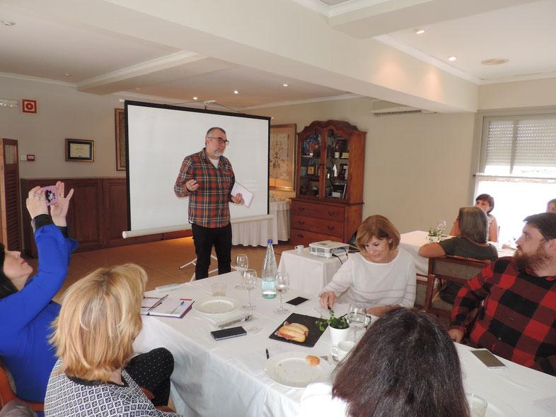 Manolo Gregorio, del Marino Port, durante su intervención en la formación a hosteleros y restauradores