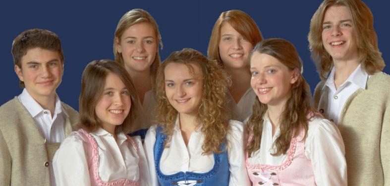 Jugendchor musica Bavariae 2008: Alice Merton, Lisa Zölch, Lisa Maria Hörl und Stephanie Uhl (1. Reihe) Maximilian Fabian, Stephanie Gratz, Lisa Zölch und Kevin Prinz (2. Reihe)