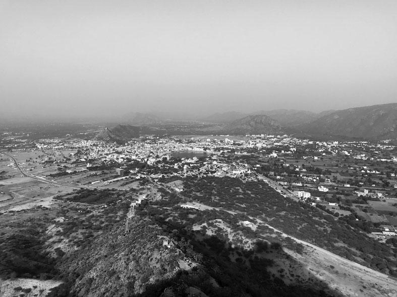 Blick vom Ratnagiri Hill auf Pushkar