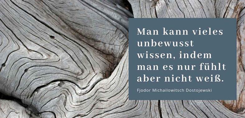 """""""Man kann vieles unbewusst wissen, indem man es nur fühlt aber nicht weiß"""" Zitat Dostojewski Gastbeitrag Vertraue deiner Intuition von Elise Graf #Intuition #Glück"""