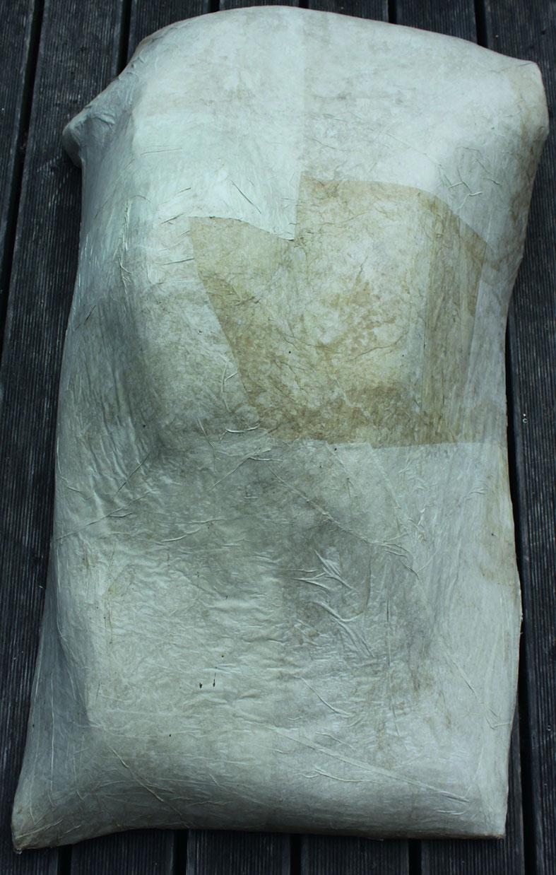 »KÖRPERFRAGMENTE 1–3«, Papier auf Draht
