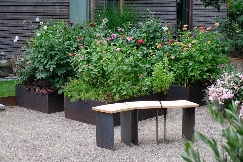 dieartigeGARTEN // August Garden - high beds / Kniehochbeete Dahlien + Zinnien