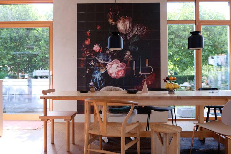 dieartigeBLOG - Esszimmer mit großem Esstisch + Wandgestaltung / Wanddekoration mit IXXIyourworld // diningroom, walldecor