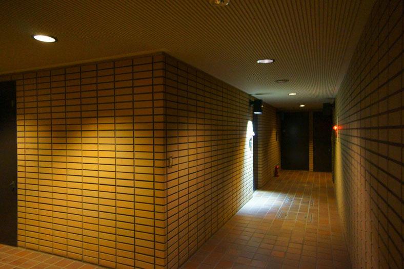 物件の廊下