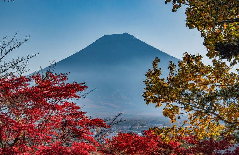 Il Monte Fuji durante il Momijigari
