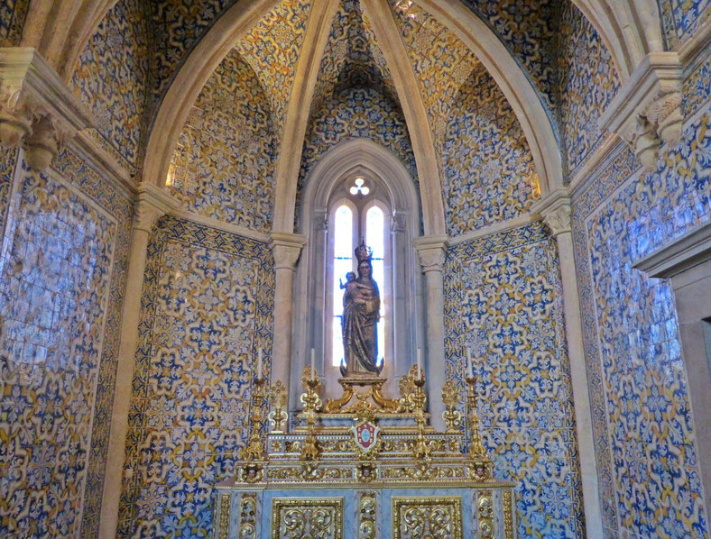 Tiled alcove