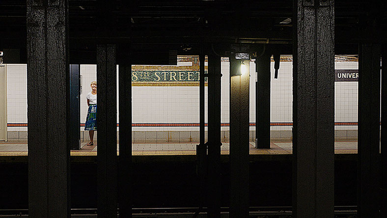 Photographie, New York, métro, Manhattan,  street photography, sur les lignes, couleurs, visualisme, Mathieu Guillochon, architecture, art, USA, bleu, rouge, Alpha City