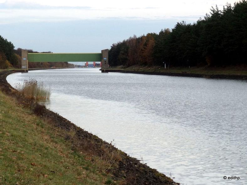 Elbe-Seitenkanal mit Sperrwerk und Schiffshebewerk