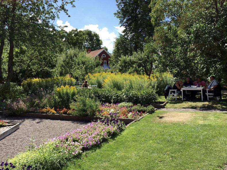 Ein märchenhafter Garten mitten in der Stadt. Kaffeepause im Krusenstiernska Garden