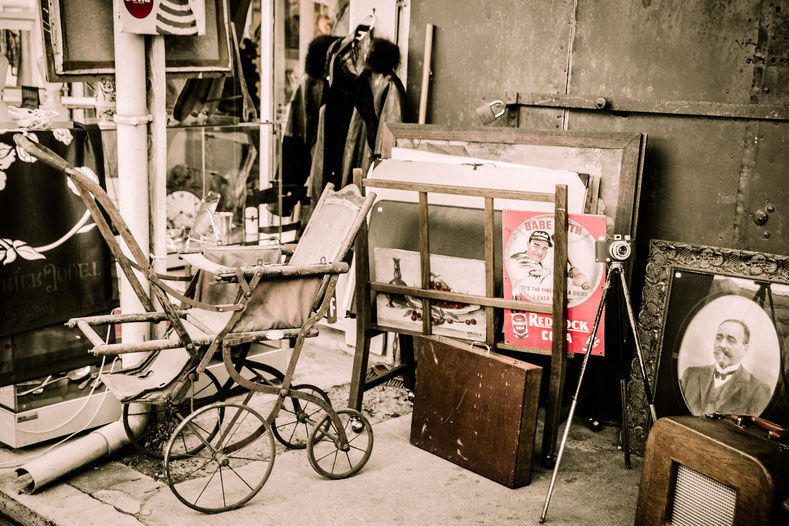 Flohmarkt, Trödel, Nostalgie, Fundgrube, Fundstücke, Kinderwagen