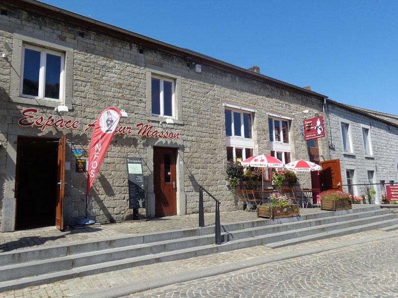 """Accueil et terrasse avant de la cafétéria  """"Chez Toine"""" de l'Espace Arthur Masson"""