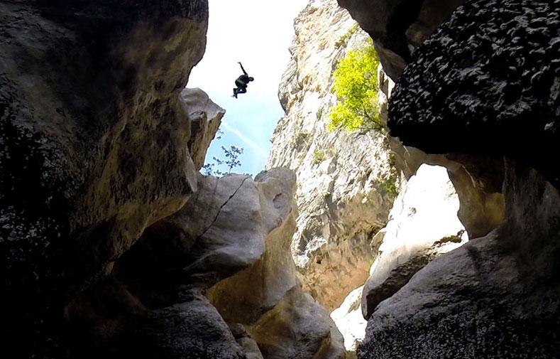 Canyoning dans le plus grand canyon d'Europe, le Verdon.