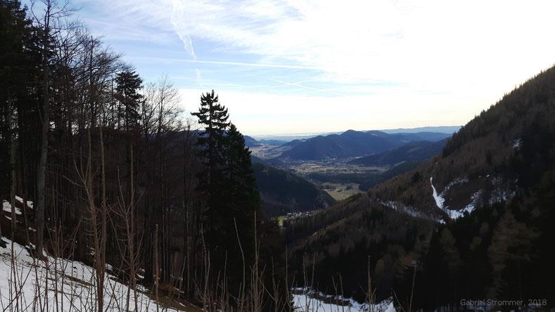 Anstieg über die Fadenwiese - Blick nach Osten über Puchberg, Himberg und Hohe Wand hinweg zum Wiener Becken