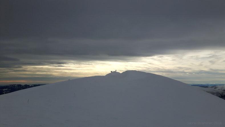 Der Gipfel des Klosterwappens (2076 m) von Nordosten aus gesehen im Winter