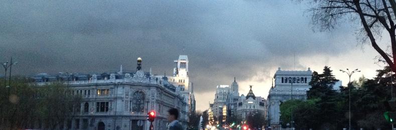 Entre la puerta de Alcalá y la Plaza de Cibeles. En el código postal 28014