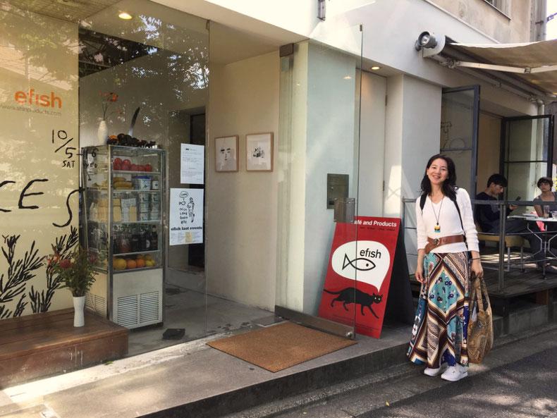京都のカフェefishさんの前にて/  photo by Toko