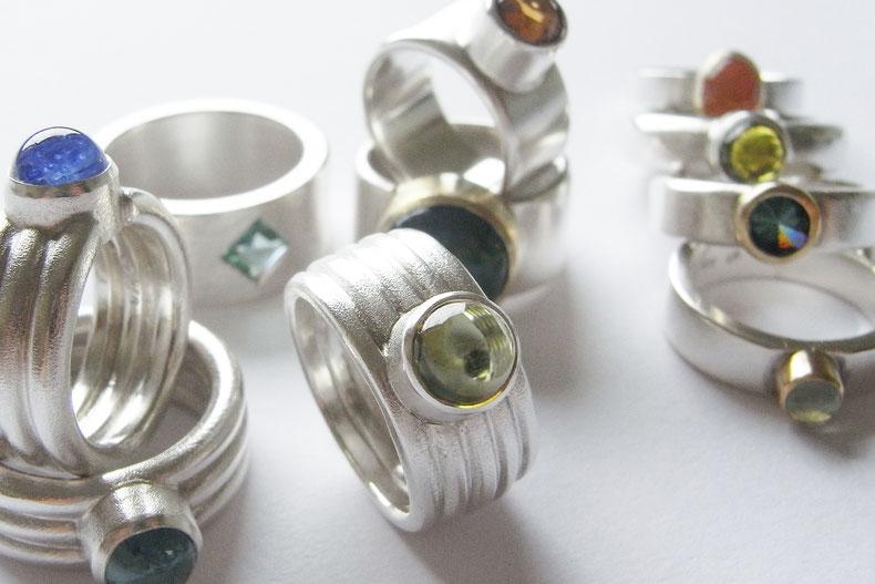 Ringe aus Silber mit Edelsteinen in allen Farben