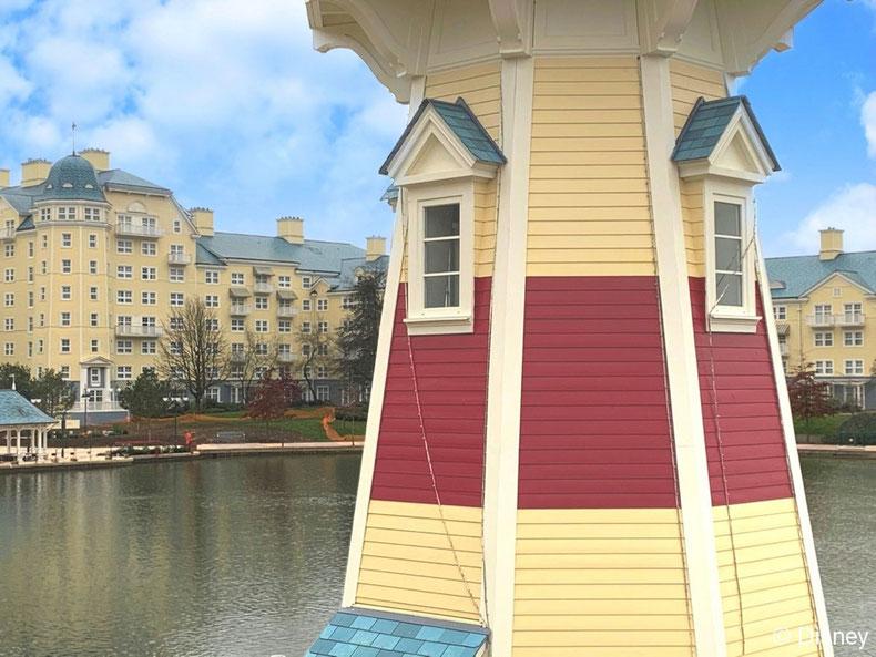 La rénovation complète du célèbre phare du Disney's Newport Bay Club