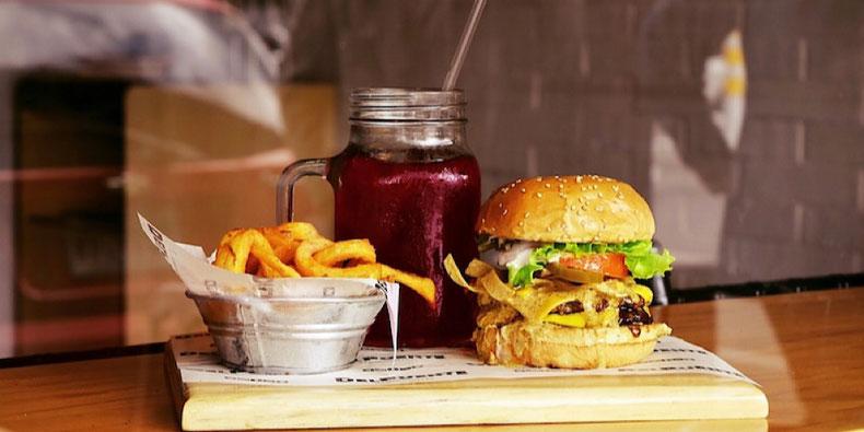 budget travel - burger abroad