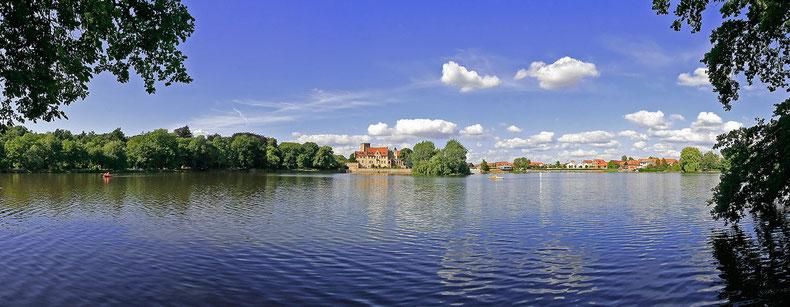 Blick auf das Wasserschloss Flechtingen