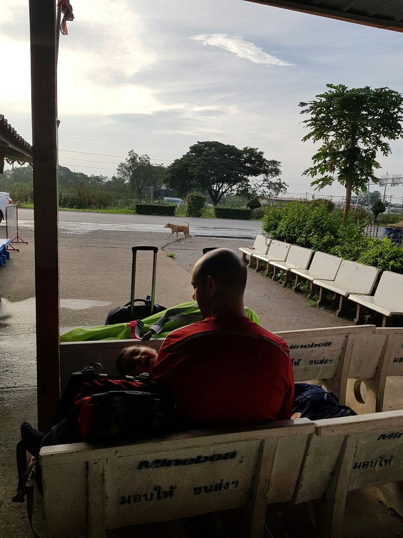 Estación de buses Ayutthaya 6:45 am
