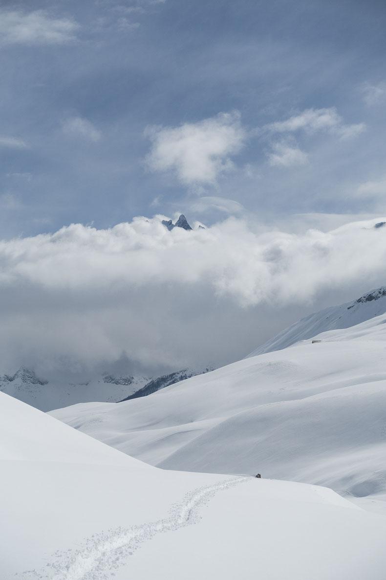 Vallée du Gâ avec le Massif de la Meije qui perce les nuages.