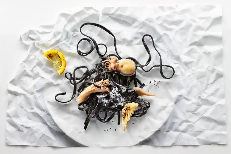 Schwarze Linguine mit Oktopus