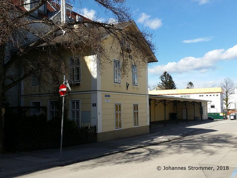 Straßenbahnlinie 360: Endbahnhof Mödling der Straßenbahnlinie 360, Blick Richtung Wien Rodaun (Nordwest). Adresse: Norbert Sprongl Gasse 5